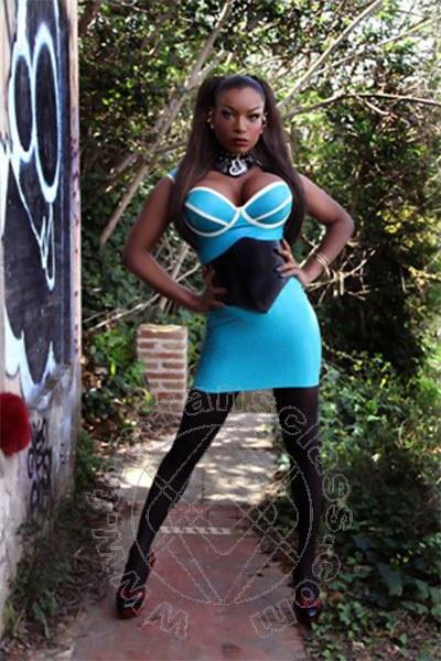 Naomi Black Hammer Pornostar trans 004915775601968